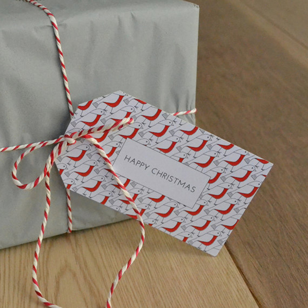 red robin gift tag and red and white bakers twine gift wrapping ideas