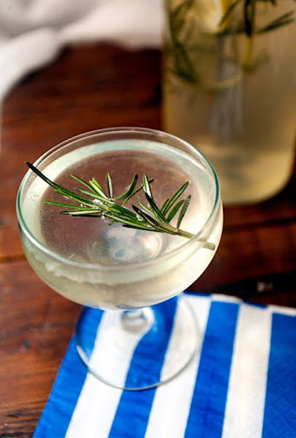rosemary-cocktail-prosecco-gin christmas cocktail ideas