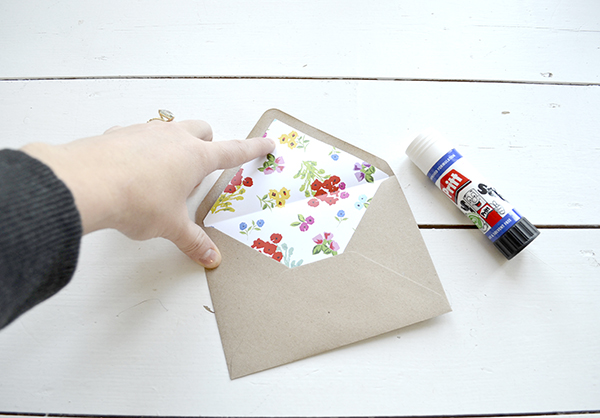 lucy says I do envelope liner DIY7